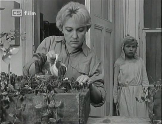 Radka Dulíková and Helena Kruzíková in Vysoká zed (1964)