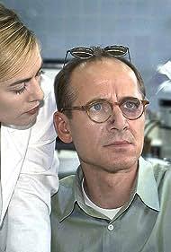 Gesine Cukrowski and Ulrich Mühe in Der letzte Zeuge (1998)