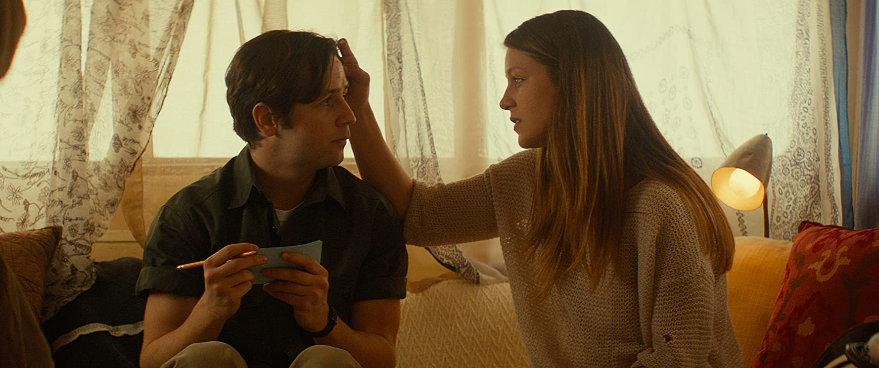 Michael Angarano and Melissa Benoist in Sun Dogs (2017)