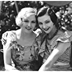 Karina Bell and Marguerite Viby in 5 raske piger (1933)