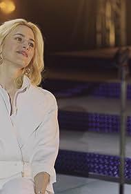 Anna Favella in Luis Miguel: La Serie (2018)