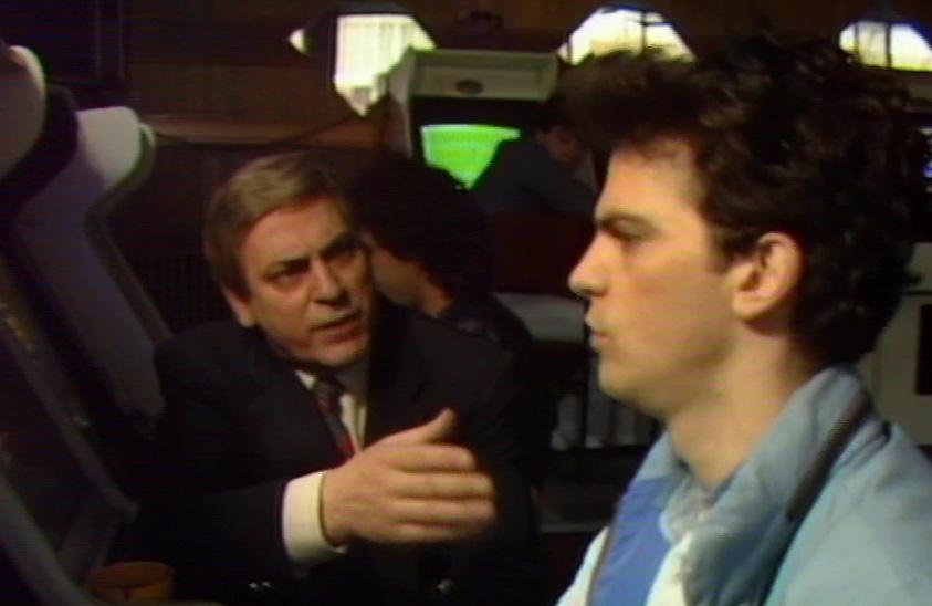Aris Tsiounis and Nikos Giannaras in Etsi, allios... ki alliotika (1987)