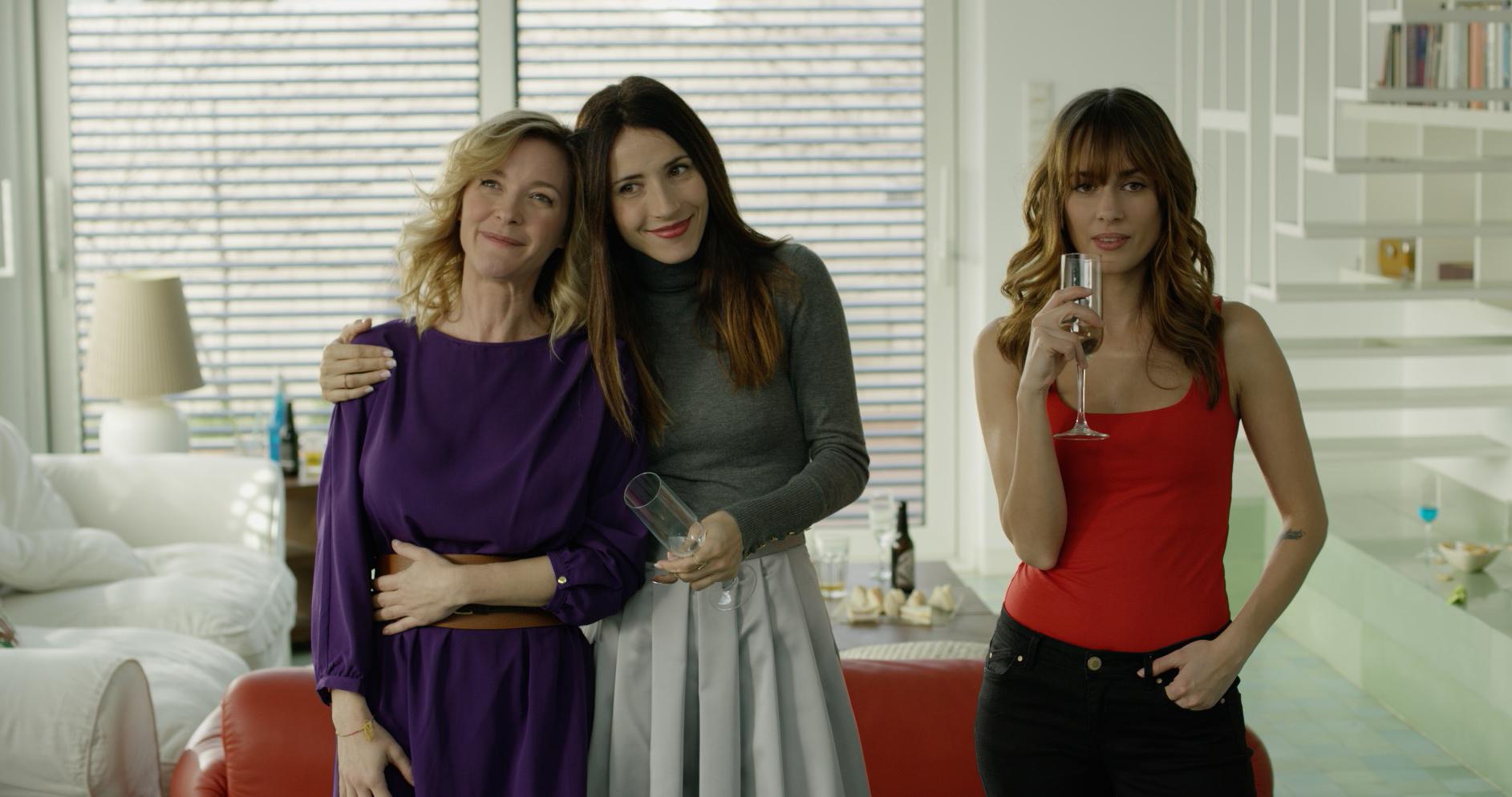 María Esteve, Bárbara Goenaga, and Silvia Alonso in Hacerse mayor y otros problemas (2018)