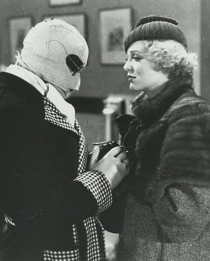 Claude Rains and Gloria Stuart in The Invisible Man (1933)