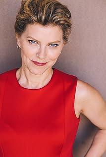 Betsy Zajko Picture