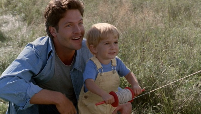 Dale Midkiff and Miko Hughes in Pet Sematary (1989)