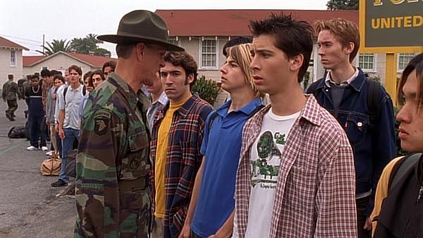 Malcolm 5×21 – Reese se une al ejército: parte 1