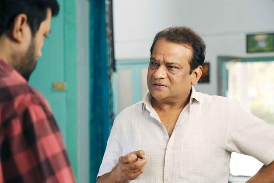 Vidyadhar Joshi and Ankush Chaudhari in Triple Seat (2019)