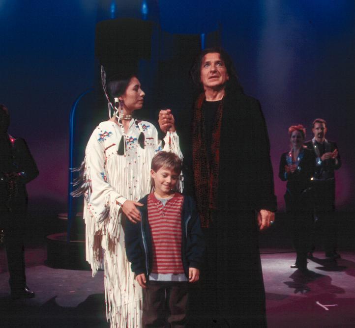 Ben Kingsley, Carmen Moore, and Matt Weinberg in Spooky House (2002)