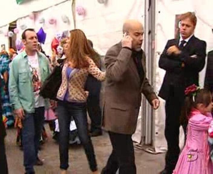 Lydia Bosch, Antonio Molero, and Antonio Resines in Los Serrano (2003)