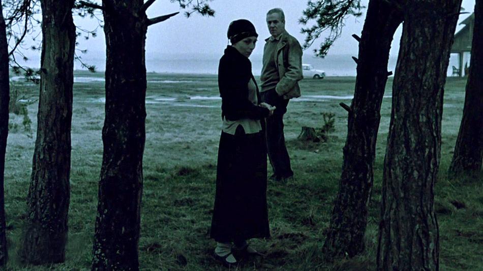 Guðrún Gísladóttir and Erland Josephson in Offret (1986)