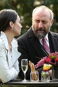 Halit Ergenç and Birce Akalay in Babil (2020)