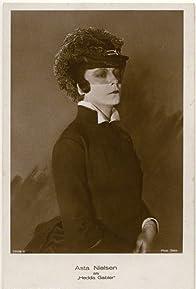 Primary photo for Hedda Gabler