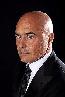 Luca Zingaretti Picture