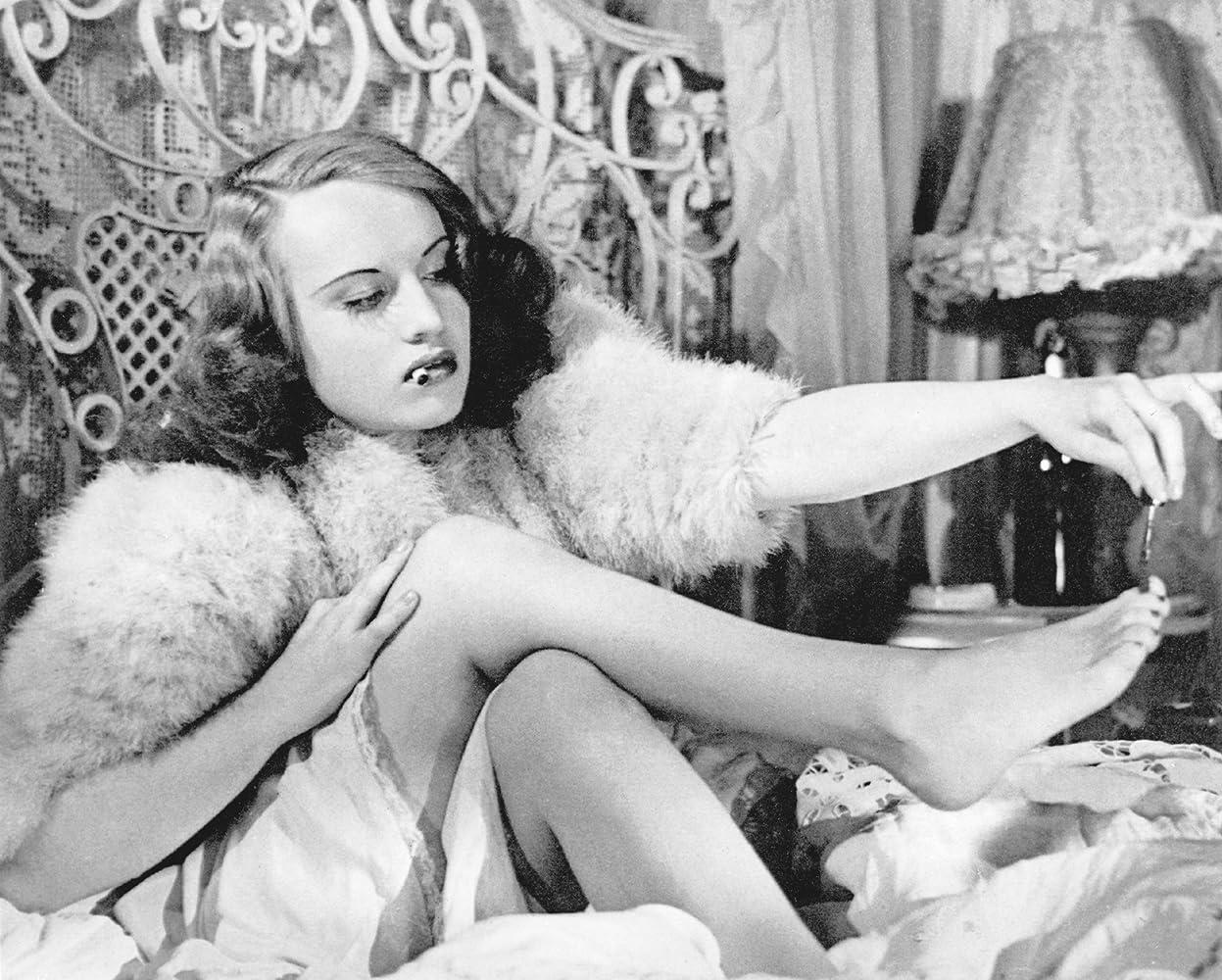 Ginette Leclerc in Le corbeau (1943)