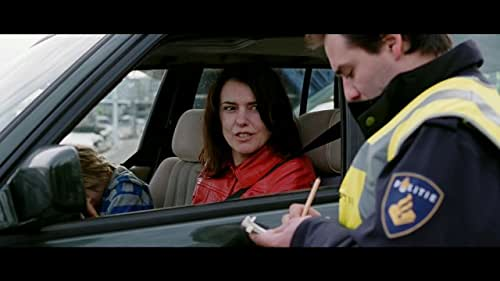 Heading west tells the story of the chaotic life of Claire (38), woman, lover, daughter, single mother. Rushing through the city on her bike with a child seat. From her ex with a temper to her new lover who can't make up his mind. A filmic essay about lif