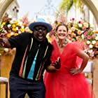 Drew Barrymore and Cedric the Entertainer in The Drew Barrymore Show (2020)