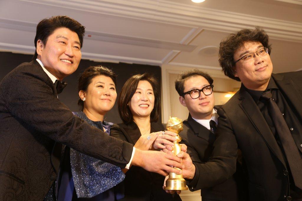 Bong Joon Ho, Kang-ho Song, Sin-ae Kwak, Lee Jeong-eun, and Jin-won Han at an event for 2020 Golden Globe Awards (2020)