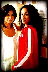 Samantha Rénier and Sanâa Alaoui in Famille d'accueil (2001)