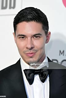 Lewis Tan Picture