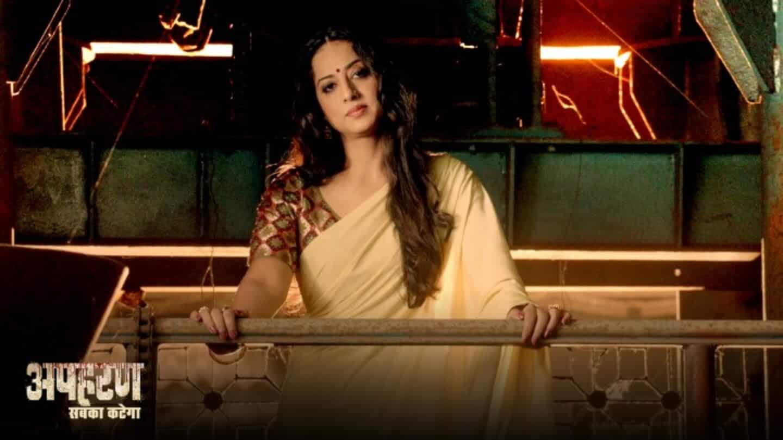 Mahie Gill in Apharan (2018)