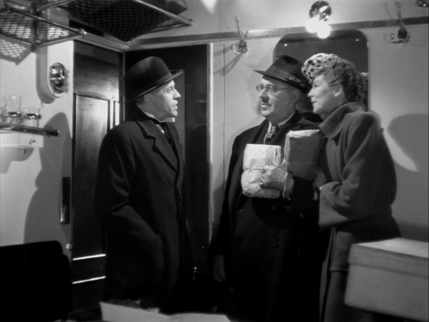 George Carney, Wendy Hiller, and Walter Hudd in I Know Where I'm Going! (1945)