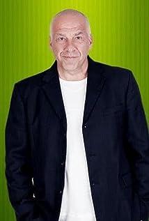 Tony Nikolakopoulos Picture