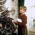 Macaulay Culkin and Joe Pesci in Home Alone (1990)