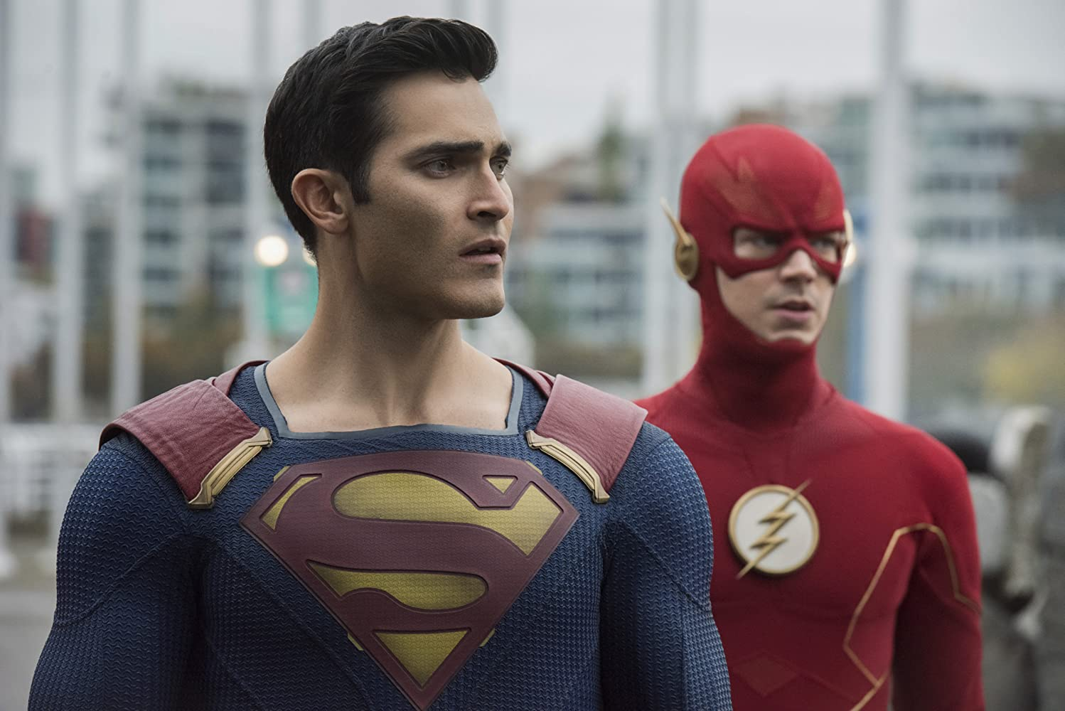 Tyler Hoechlin and Grant Gustin in Supergirl (2015)