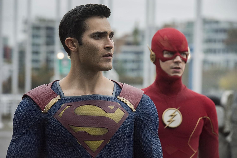 Tyler Hoechlin and Grant Gustin in Supergirl (2015)