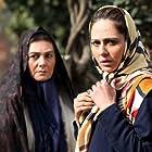 Ra'na Azadivar and Hengameh Ghaziani in Be Vaghte Khomari (2018)