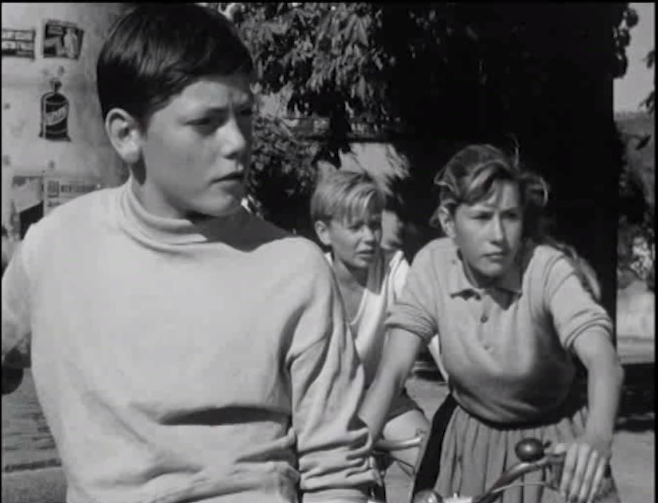Jocelyne Bressy, Patrick Dewaere, and Daniel Kamaryk in La déesse d'or (1961)
