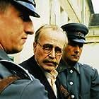Jan Nowicki in A temetetlen halott (2004)