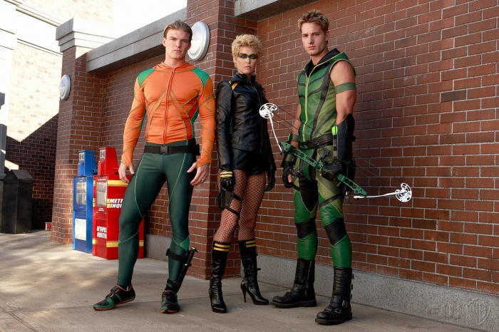 Alaina Huffman, Justin Hartley, and Alan Ritchson in Smallville (2001)