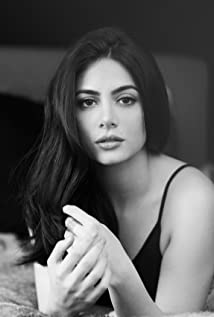 Emeraude Toubia Picture