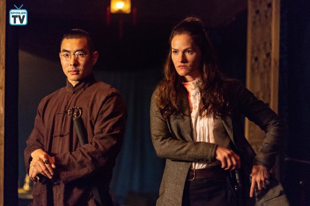 Kelly Overton and Lee Shorten in Van Helsing (2016)