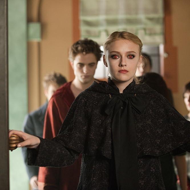 Dakota Fanning, Robert Pattinson, and Ashley Greene in The Twilight Saga: New Moon (2009)