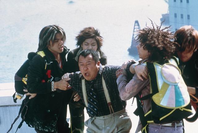 Stephen Fung, Sam Lee, Eric Tsang, Nicholas Tse, and Grace Yip in Dak ging san yan lui (1999)