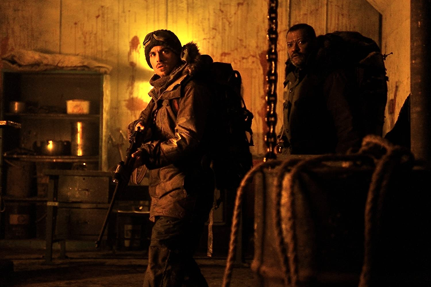 Laurence Fishburne and Kevin Zegers in The Colony (2013)