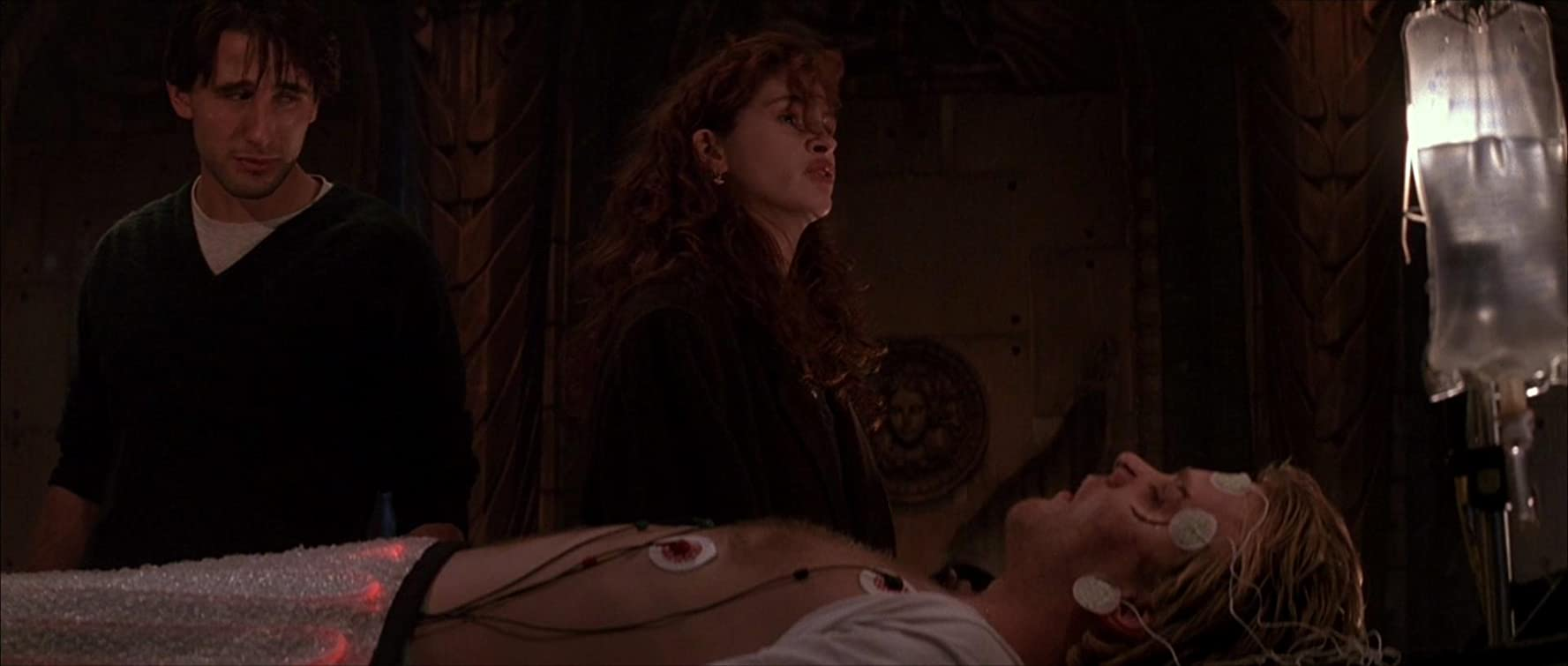 Julia Roberts, William Baldwin, and Kiefer Sutherland in Flatliners (1990)