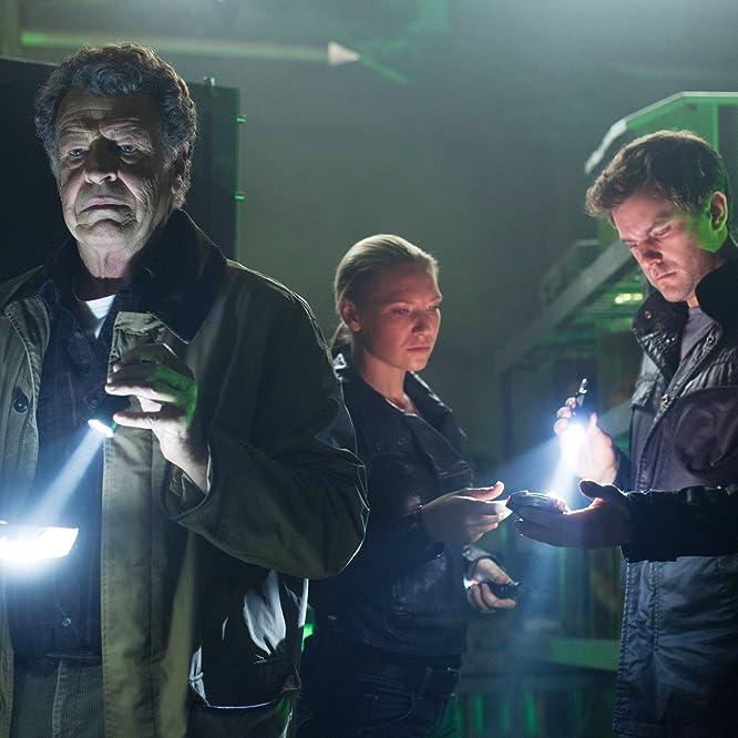 Joshua Jackson, John Noble, and Anna Torv in Fringe (2008)