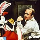 Bob Hoskins and Charles Fleischer in Who Framed Roger Rabbit (1988)