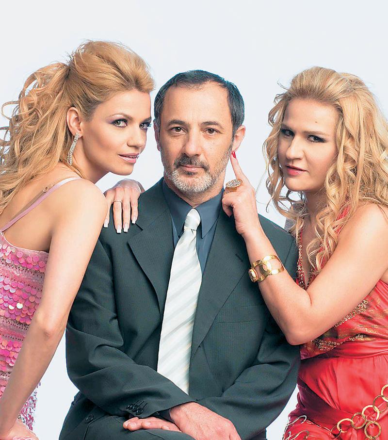 Stelios Mainas, Panayiota Vlanti, and Bessy Malfa in Mavra mesanyhta (2008)
