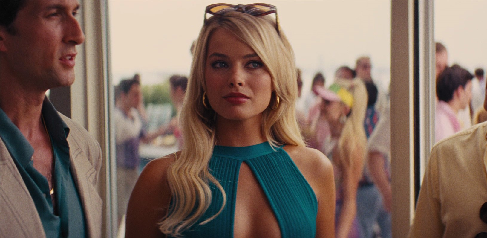 Aaron Lazar and Margot Robbie in The Wolf of Wall Street (2013)
