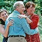 Guilaine Londez, Carmen Maura, and Michel Serrault in Le bonheur est dans le pré (1995)