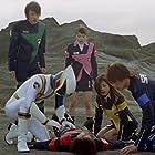 Mika Kikuchi, Yousuke Itou, Ryûji Sainei, Ayumi Kinoshita, Yuuichi Yoshida, and Tsuyoshi Hayashi in Tokusou sentai Dekarenjâ (2004)