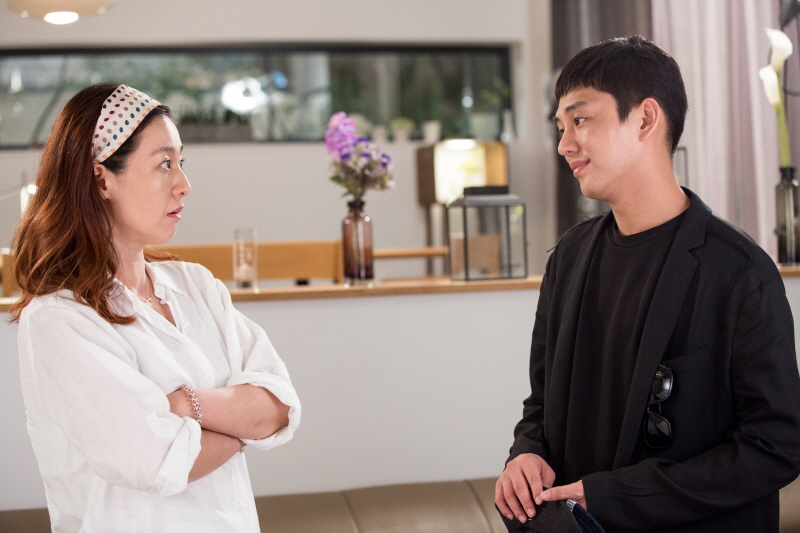 Mi-yeon Lee and Yoo Ah-In in Like for Likes (2016)