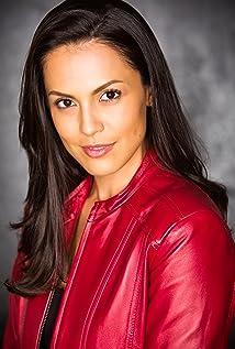 Raquel Pomplun Picture