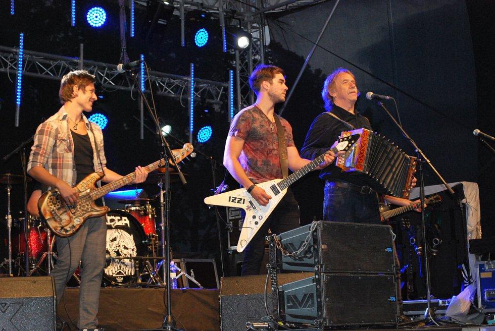 Jaromír Nohavica, Patrik Dergel, and Pavel Calta in Muzzikanti (2017)