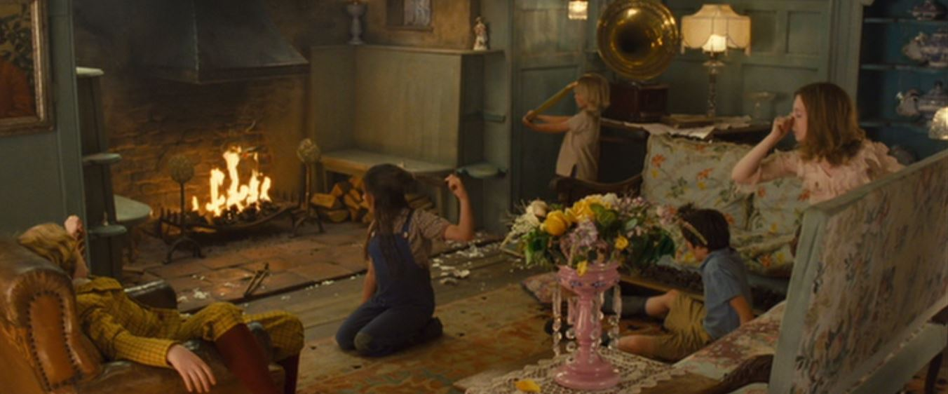 Asa Butterfield, Eros Vlahos, Rosie Taylor-Ritson, Lil Woods, and Oscar Steer in Nanny McPhee and the Big Bang (2010)